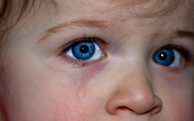 ojos de nino llorosos en en trauma de omision y como sanarlo ¿has escuchado hablar del trauma de omisión? y de ¿como sanarlo? ID174683 - hermandadblanca.org