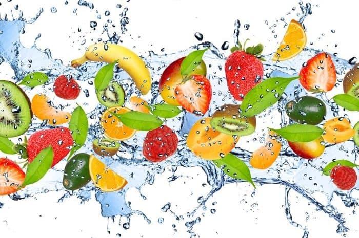 Fresh fruits in water splash, isolated on white background - hermandadblanca.org