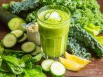 ideas detox veganas para depurar el organismo batido vitaminico con verduras y brotes verdes zumos batidos y cremas crudas i211376
