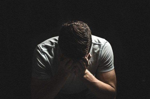 hombre preocupado 1 assael romanelli 8211 no eres responsable de los sentimientos de tu i211696