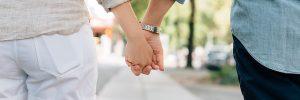 pareja agarrada de las manos assael romanelli 8211 no eres responsable de los sentimientos de tu i211696