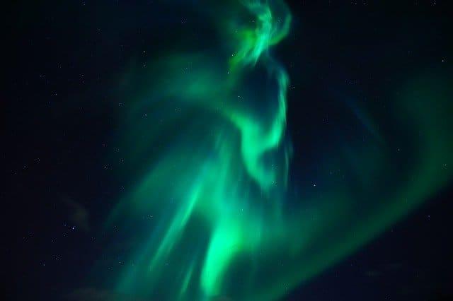 northern lights 3273425 640 el campo magnetico de la tierra como nos afectan sus cambios i213584