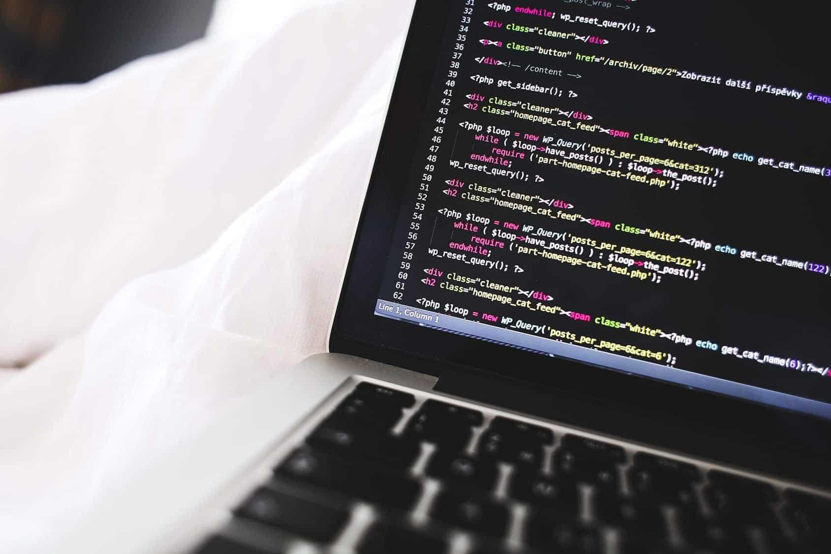 computer coding el ego y la busqueda continua de seguridad i214866