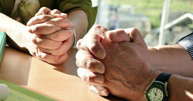 hands 2168901 640 un nuevo mensaje del grupo arcturiano confiar y permitir i215372