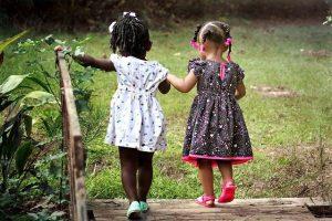 girls 462072 640 el fin de ciclo karmico mensaje de jeshua a traves de pamela kribbe i216269