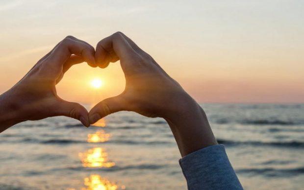 sunrise hands heart sea gracias compartir 2019 bendiciones 2020 familia hermandadblanca i216641