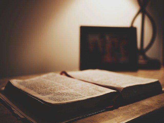 La Biblia, Hechicería