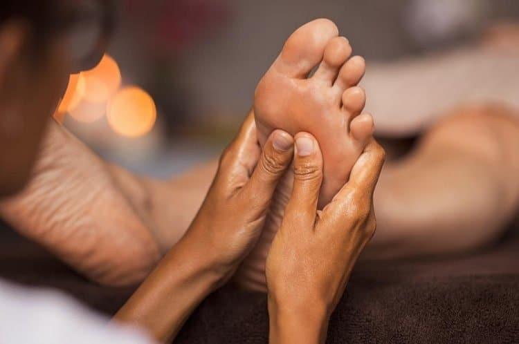 extension del pie como masajear los pies 12 tecnicas de relajacion y alivio del dolo i221555