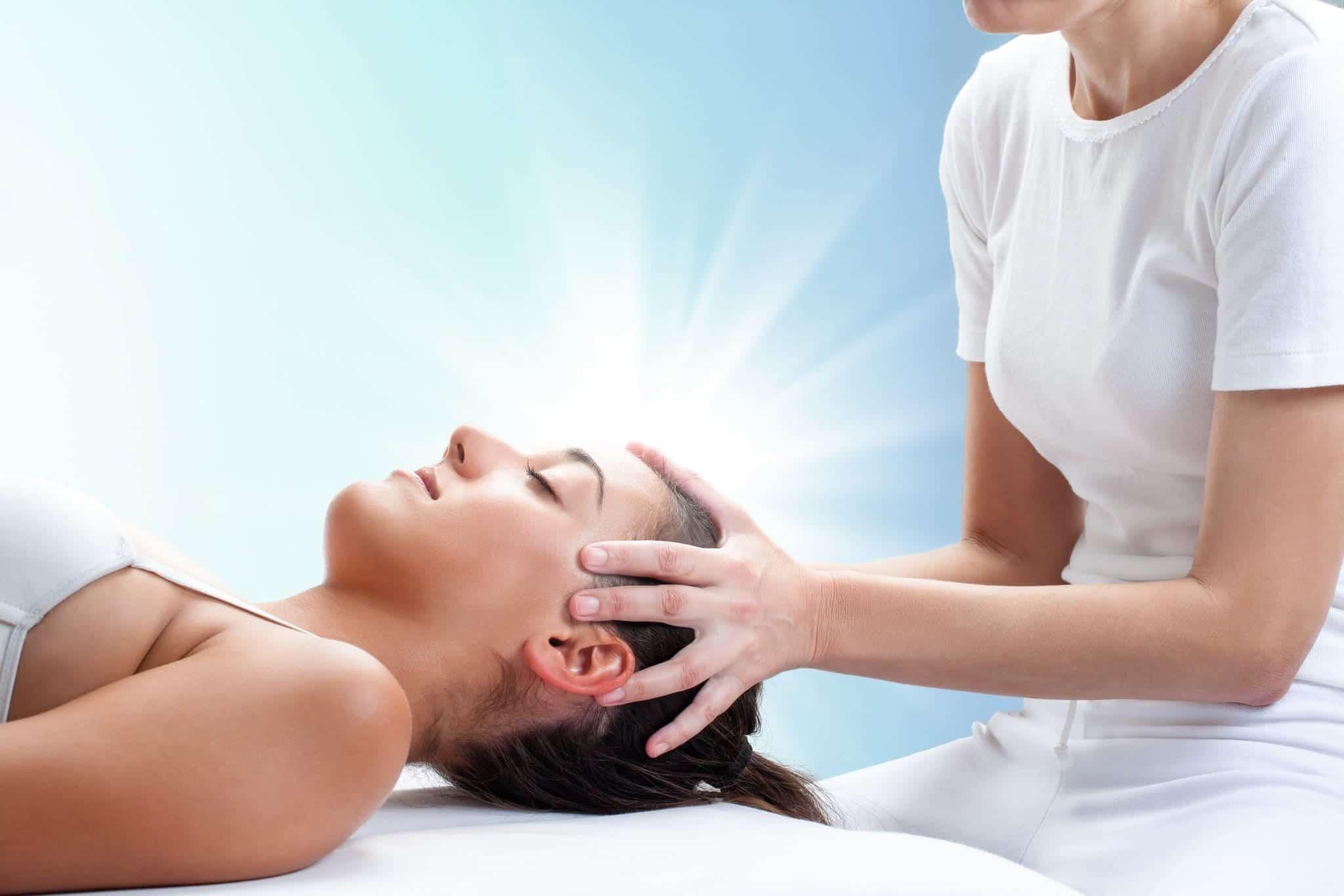 Reiki también se considera una técnica eficaz de reducción del estrés que se integra fácilmente en la medicina convencional y la psicoterapia.