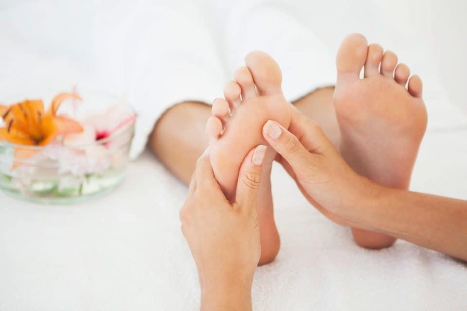 trabajo del pulgar como masajear los pies 12 tecnicas de relajacion y alivio del dolo i221555