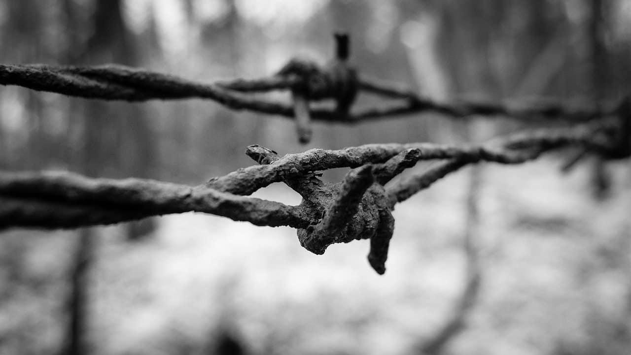 barbed wire 946199 1280 bendice los obstaculos concentrate en tu alegria comandante ashia i223109