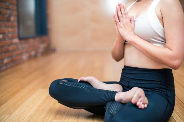 yoga 3053488 1280 el chakra de la rodilla y la ascension espiritual i228276