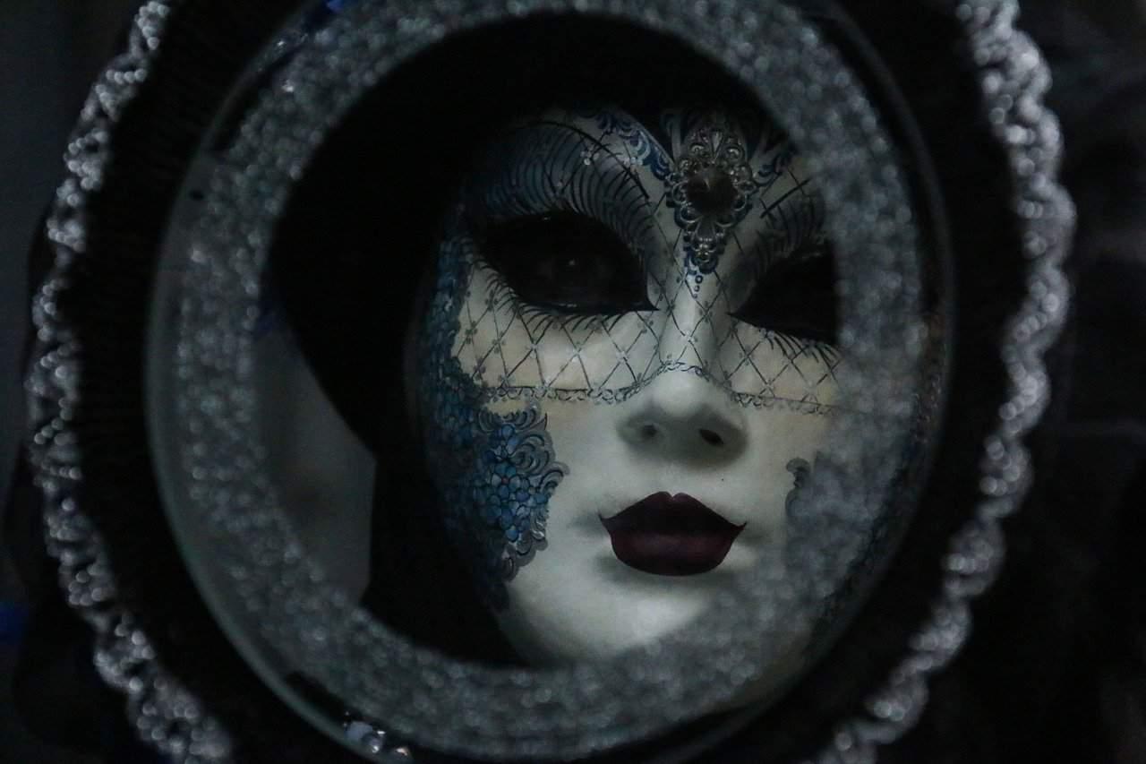 carnival 3084572 1280 la mascara en el espejo arcangel uriel via victoria cochrane i229182