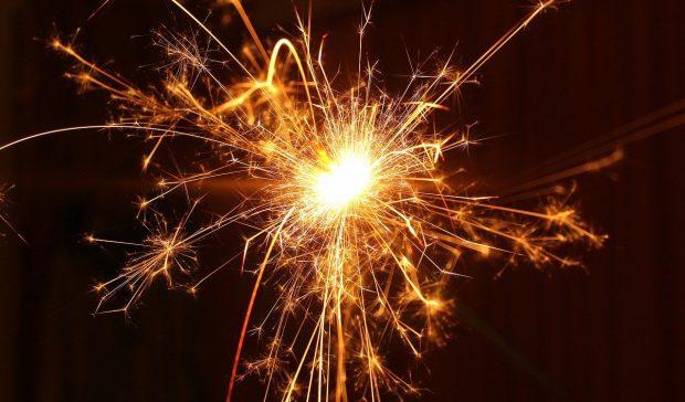 new years day 3083845 1280 mensaje de los angeles relacionandose debajo del disfraz i229170