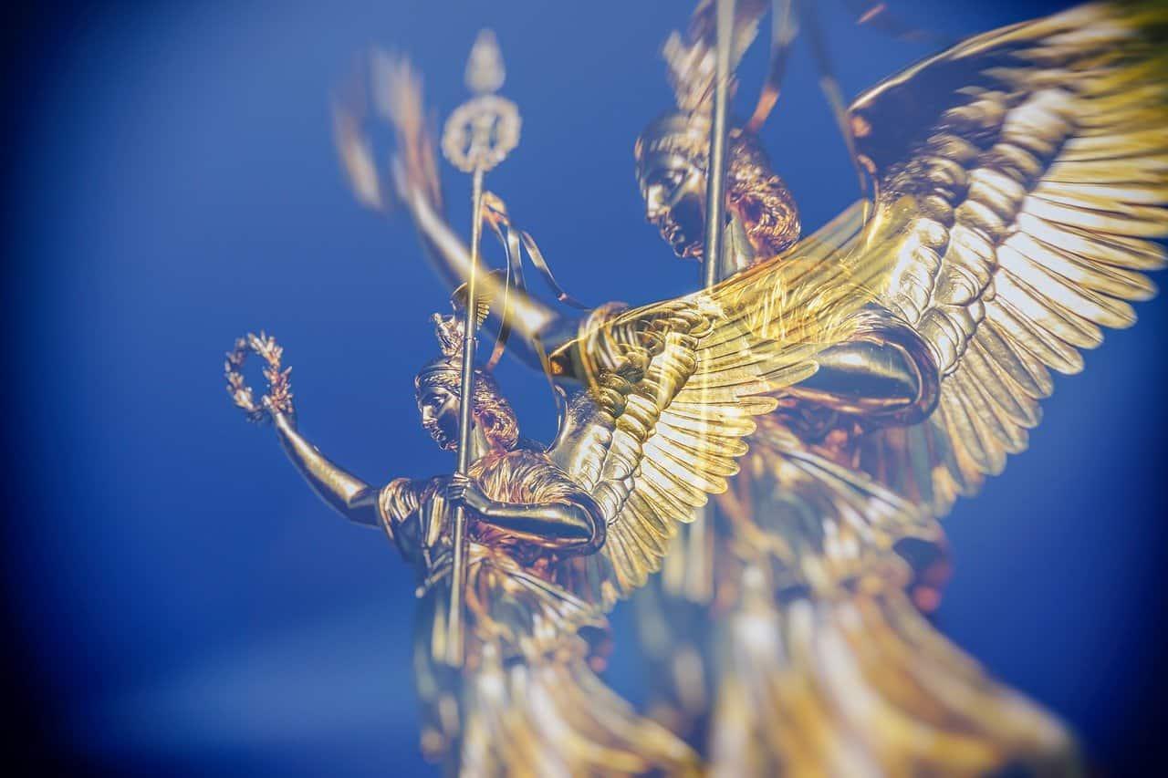 siegessaule 3592866 1280 mensaje de los angeles relacionandose debajo del disfraz i229170
