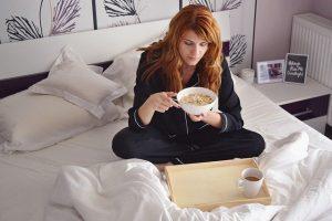 girl in bed 2004774 640 1 la ascension y sus sintomas conocelos i234374