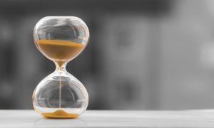 reloj arena fondo borroso blanco negro tiempo es dinero 73102 2267 la vida despues de las teles i235972